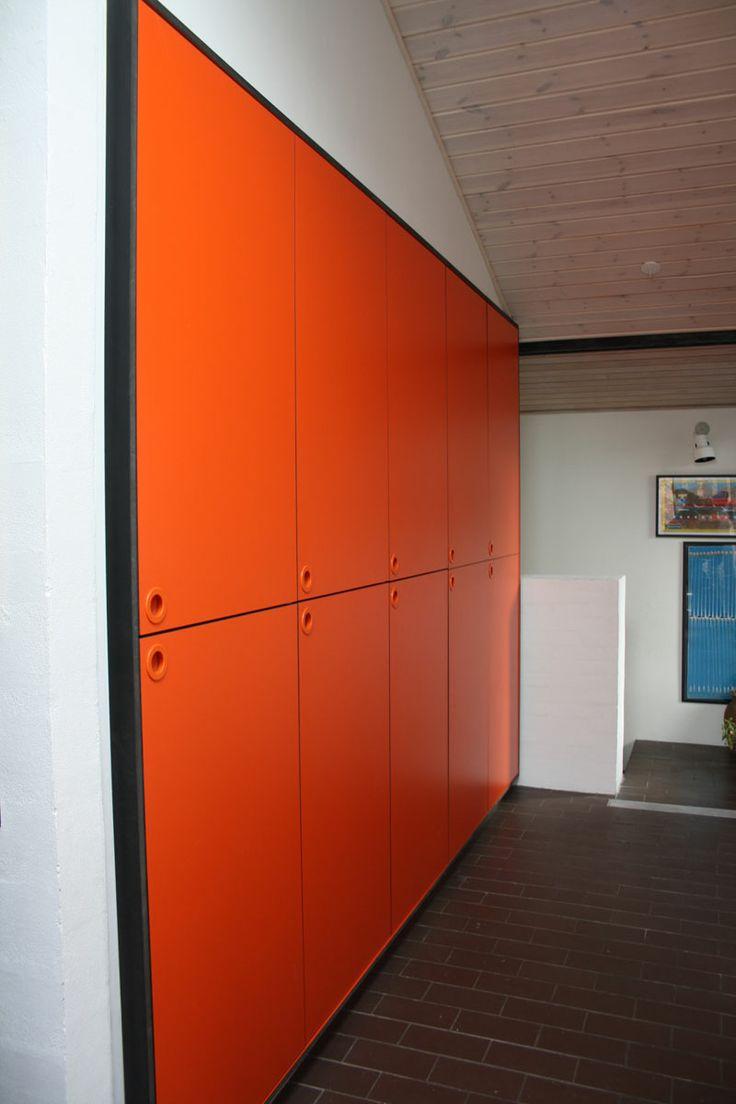 Indbyggede skabe i orange Formica laminat  -------- #RUM4 interior design snedkeri ideas ideer architecture arkitektur indretning bolig boligindretning køkken køkkeninspiration køkkenprojekt wood woodwork interiordesign  transformation renovering ombygning
