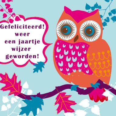 Felicitatiekaart met roze uil met oranje vleugels, ontwerp van Sooo Happy via Greetz