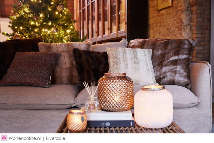 Samen een boom uitzoeken en versieren, daar begint het ware kerstgevoel mee. Met chique glazen kerstballen en lichtjes in de nieuwste trendkleuren. Of juist mooie basics gemixt met knutsels van de kids die je in de loop der jaren hebt verzameld en tot de nieuwe versiertraditie behoren. Met kerst doen we alles samen en dat is wat er in de kerstcollectie van Riverdale centraal staat, samen zijn we the Christmas Society.