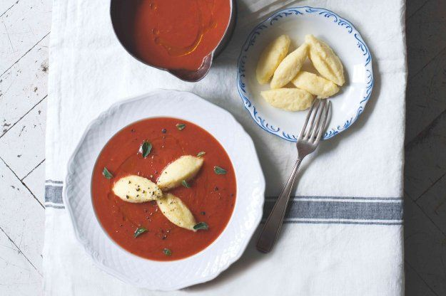 Rajská polévka s tvarohovými nočky