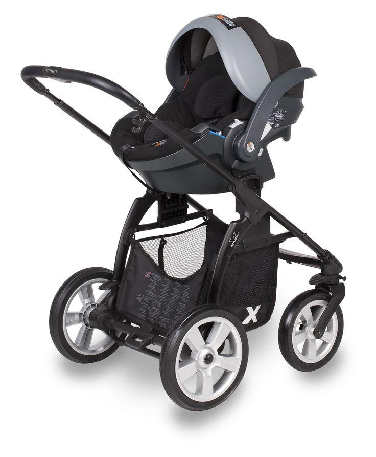 Najbardziej wszechstronny użytkowo wózek kierowany do osób łączących aktywność w środowisku miejskim jak i outdoorowym. Liczne cechy użytkowe w postaci np. dużych kół ułatwiających toczenie wózka, odwracana spacerówka, szerokie, komfortowe siedzisko oraz diody świetlne w podnóżku podnoszące bezpieczeństwo wieczornych spacerów powodują, że wózek spotkał się z ogromnym zainteresowaniem nabywców. www.x-lander.pl
