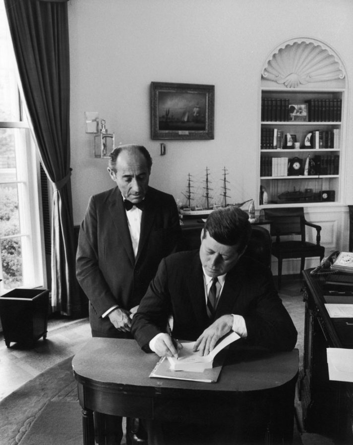 kennedy oval office. president john f kennedy signs alfred eisenstaedtu0027s autograph book after a portrait session in the oval office 1962