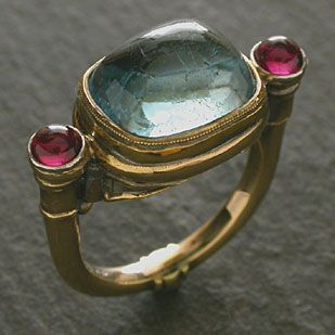 Antique-styling for an aquamarine ring