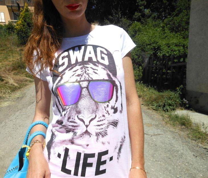 #teetrend #outfit #tshirt# tigre  #fashionblogger #amandamarzolini , #thefashionamy #fashion #style #streetstyle #streetwear  #fashionblog  #thirt #jeans,  #accessori #gialli #yellow #azzurri #telli# bijoux #becatò #cravocanela #brazilianfootwear #wedges #sneakers #summertrend #summer2013 #outfitinspiration #moda #italy