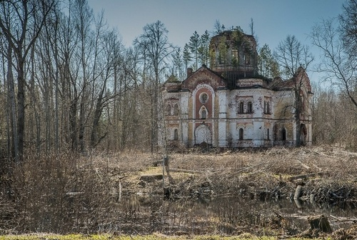 Abandoned Monastery in the Swamp photos by prosto_vova / posted by ianbrooks.me
