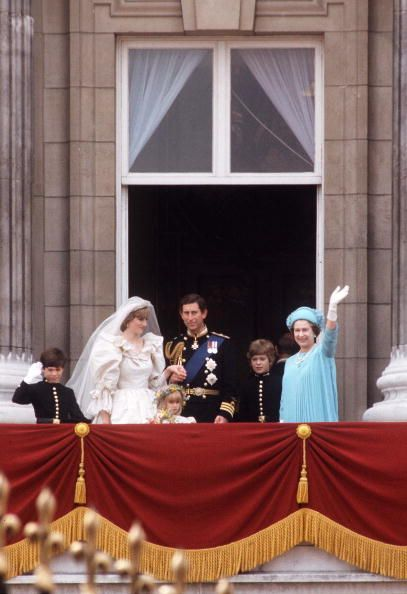 17 best images about royal wedding of prince charles for Queens wedding balcony