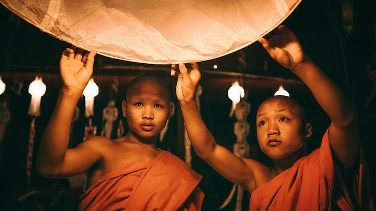 Qual è il significato delle lanterne che illuminano i cieli dell'Asia