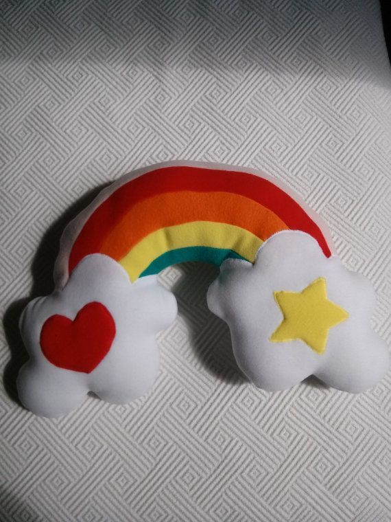 Cuscino arcobaleno di Rossyland su Etsy, €20.00