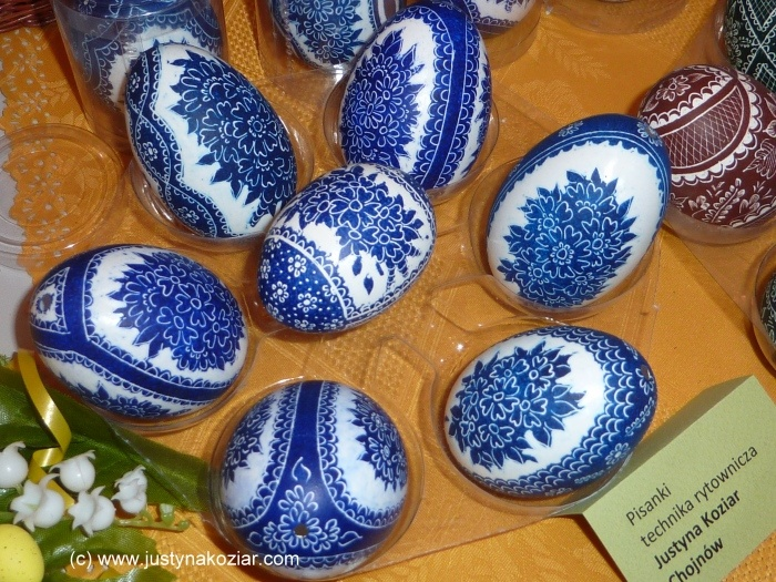 These fabulous pisanka Easter eggs done in blue and white ~ very unusual and very beautiful!  (Pisanka is a unique folk craft from Poland)
