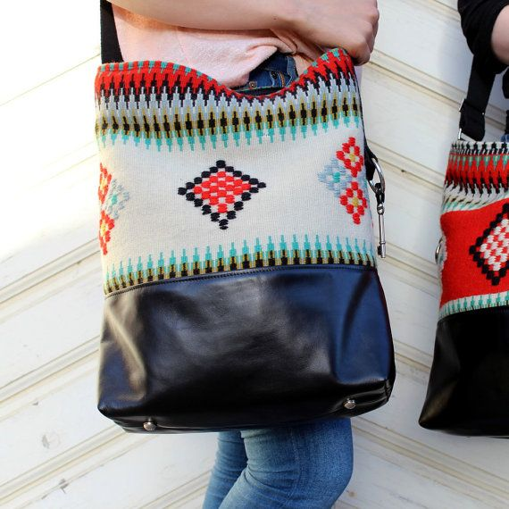 REVONTULI Multicolor Geometric Raanu Leather Bag por SalmiakStudio