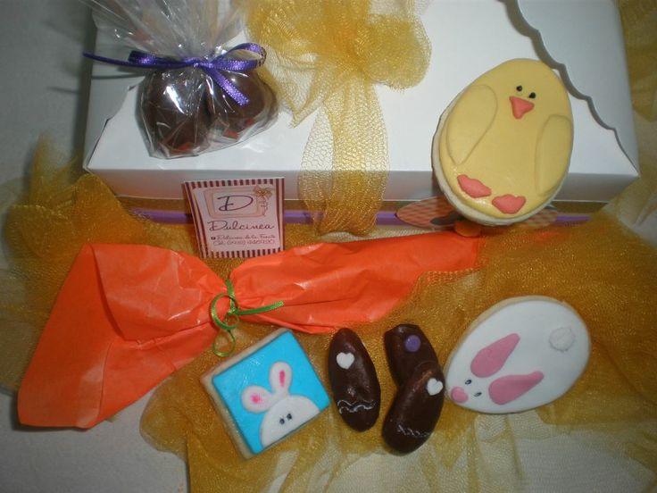Caja especial pascuas  Regalos personalizados by Dulcinea de la fuente www.facebook.com/dulcinea.delafuente  https://www.facebook.com/media/set/?set=a.230460720433216.1073741828.100004078680330&type=1&l=9c501833fc #fiesta #festejo #cumpleaños #mesadulce#fuentedechocolate #agasajo# #candybar  #tamatización #souvenir  #regalos personalizados #catering finger food