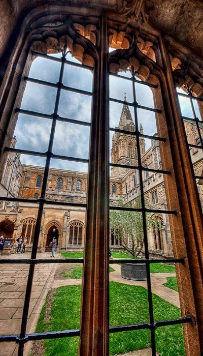 Courtyard view from inside of the University, Oxford, England (by Photogriffo on Flickr)