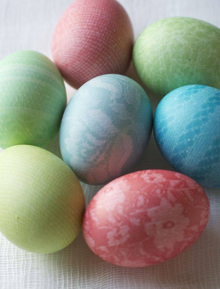 Patterned Easter Eggs (hosiery!!) || Urban Comfort: Crafts Ideas, Deco Ideas, Boiled Eggs, Holidays Easter, Patterns Easter, Easter Eggs, Lace Fabrics, Rubber Band, Easter Ideas