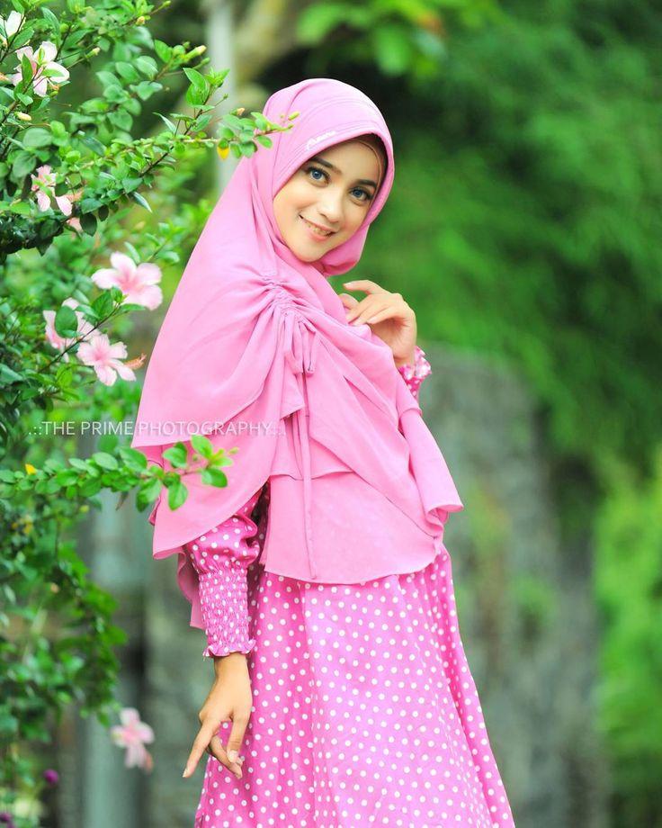 Foto produk untuk brand busana muslim pabrikan Jakarta, dengan model baru kita pemenang game yg kita adakan September kemaren Ssstttt....bulan depan admin adakan audisi model langsung, tunggu infonya di post disini. stay tune with @the_prime_photography #modelhijab #malang #photographymalang