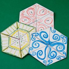Tri-hexaflexagons decorated using colored pencils