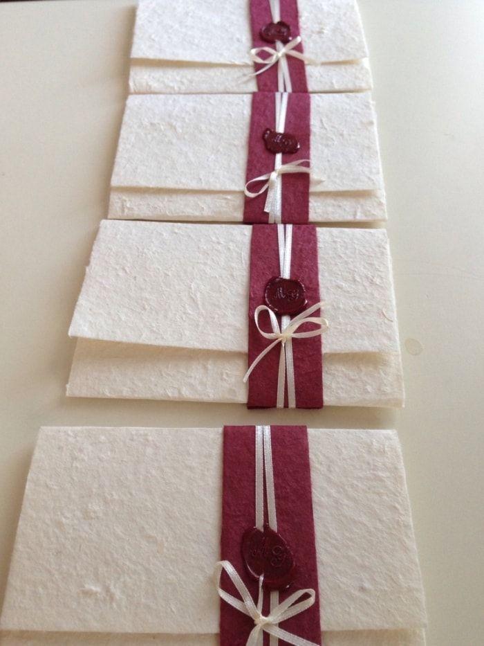 Ecco le nostre partecipazioni! Fatte con carta di riso e ceralacca con le iniziali.. Sono soddisfatta del mio lavoro! Cosa ne pensate?