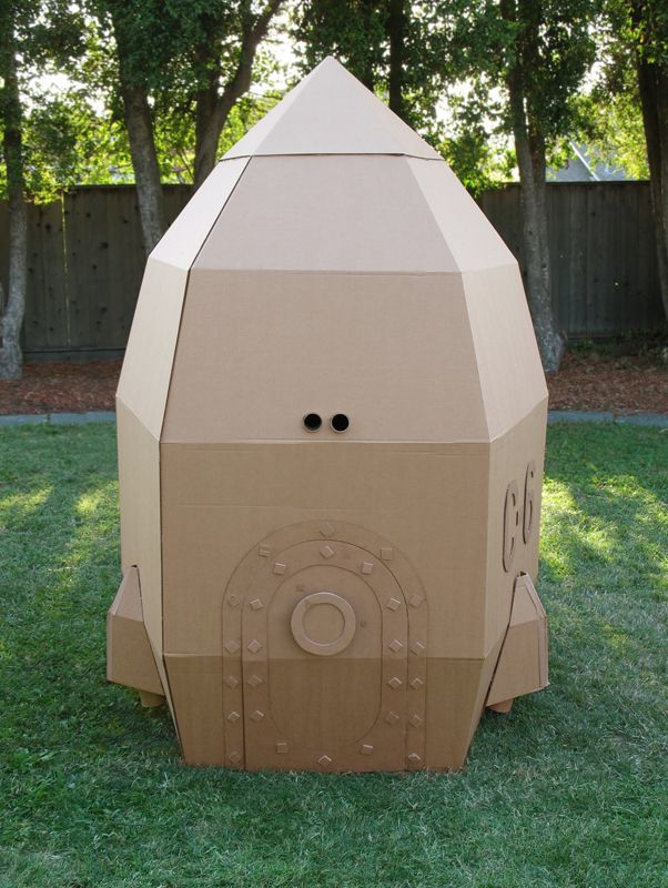 Amazing homemade cardboard rocket for hours of indoor or outdoor play and fun #DIY