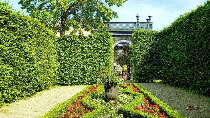 Wien, Schönbrunn Palace Garden, Nikon Coolpix L310, 7.3mm, 1/500s, ISO80, f/3.5, panorama mode:segment 2, HDR photography, 201605211621