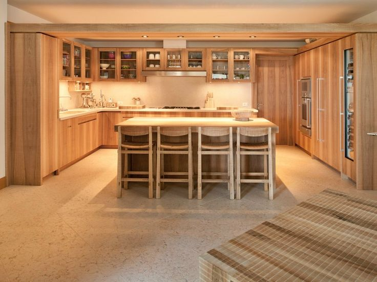 Custom solid wood kitchen with island by HABITO by Giuseppe Rivadossi | design Giuseppe Rivadossi