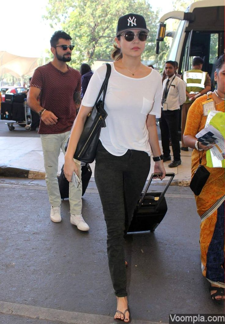 Awww! Anushka Sharma and Virat Kohli spotted together. via Voompla.com