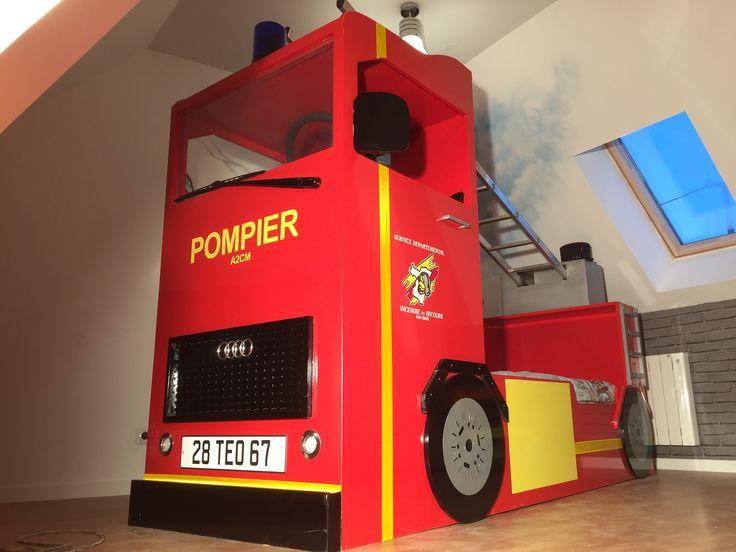 Lit en camion de pompier sur mesure avec cyrophare cabine et échelle