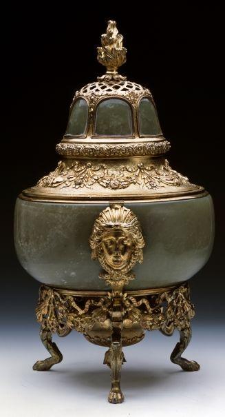 Braserillo de jade y plata dorada con dos mascarones. Colección Real de España