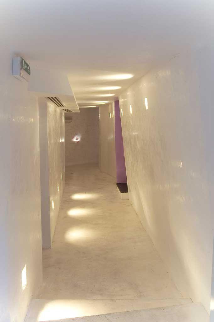 pavimento in cemento bianco lucidato