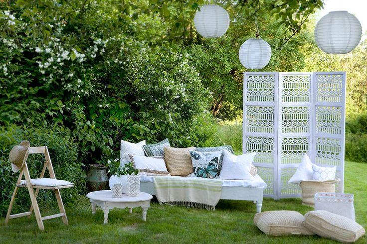 Csodás kerti miliő sok-sok párnával Annette Nordstromtól