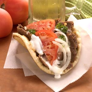 Gyro: Food Recipes, Athens Greece, Onions, Wedding Food, Beef, Gyros Recipes, Sauces Recipes, Food Processor, Tomatoes