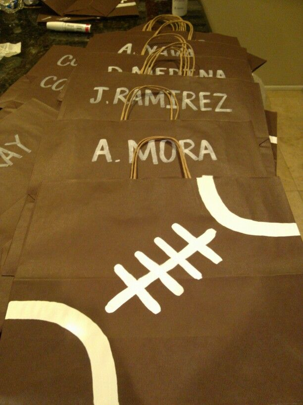 Football gift bag ideas: Better idea of what the bags look like. Football Banquet bags