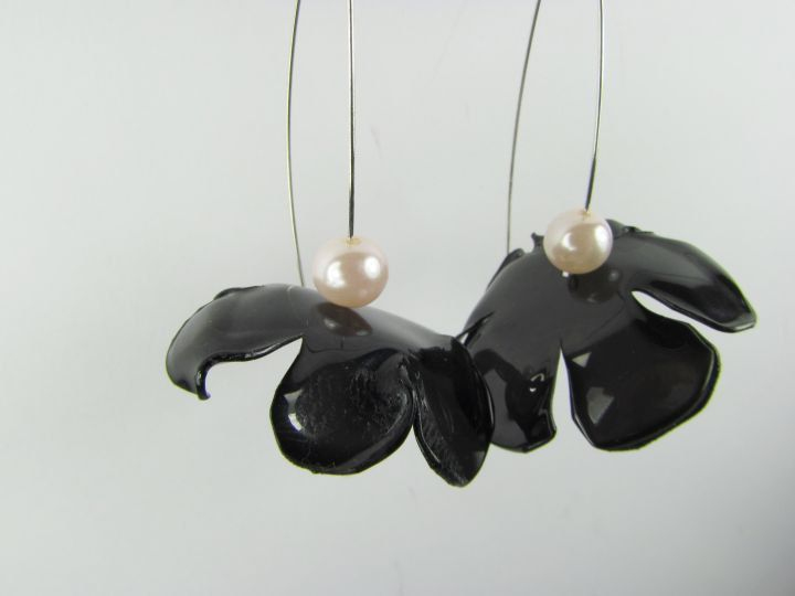 Shiny black eco earrings. Large light pink pearls. Long dangle drop earrings Upcycled PET bottles. Recycled plastics. Eco friendly jewelry. by ekoista on Etsy