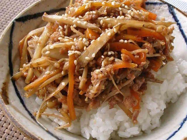 栄養満点!豚肉入りきんぴらごぼう丼の画像