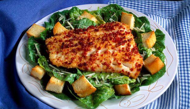 Ovnsbakt torsk med cæsarsalat