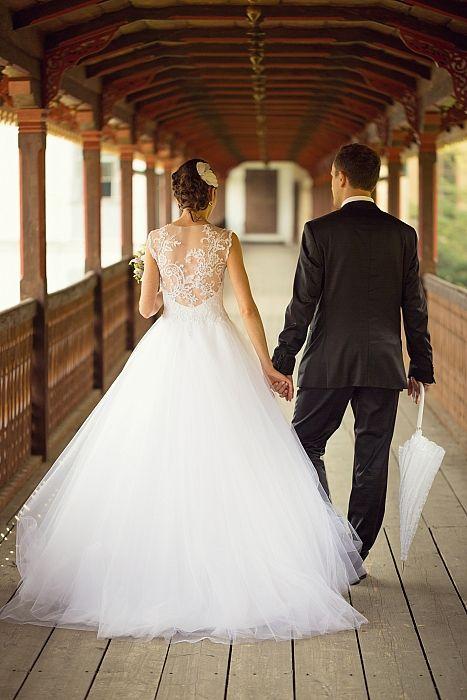 Krajkové bílé svatební šaty - Bazar svatební svět
