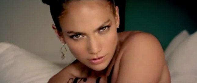 Jennifer Lopez su Instagram in reggiseno e il web impazzisce - Ad ogni scatto postato dalle celebrities corrisponde, ogni volta, una reazione di fan e non solo. In primo piano su Instagram, questa volta, c'è Jennifer Lopez. - Read full story here: http://www.fashiontimes.it/2018/03/jennifer-lopez-instagram-reggiseno-web-impazzisce/