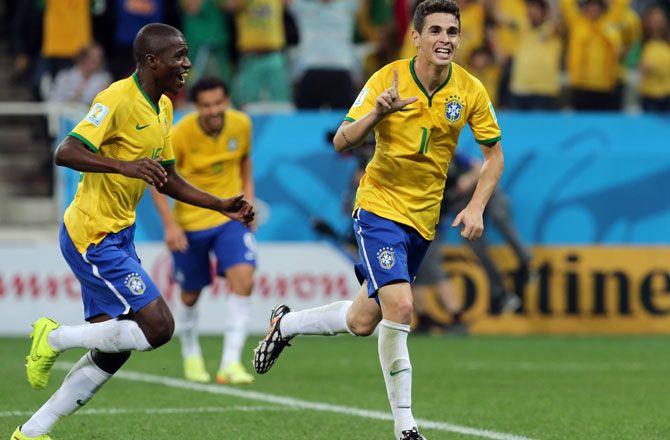 Apertura partido de la Copa del Mundo 2014: Brasil vs Croacia. Jugadores de Brasil celebran después de anotar un gol para la victoria por 3-1.