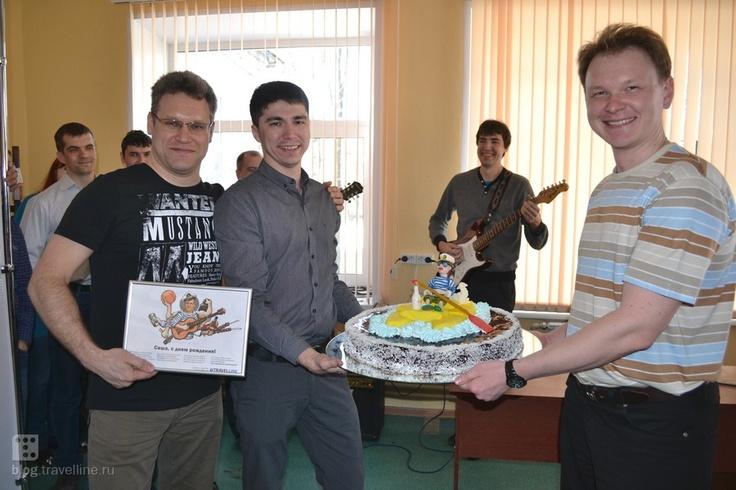Праздничный торт и песенный презент от трэвеллайновцев