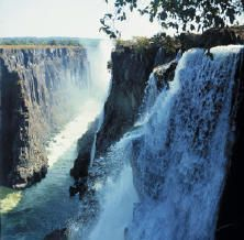 Google Image Result for http://www.zambiatourism.com/travel/places/images/MZambezi%2520Sun%2520-%2520Victoria%2520Falls%25203.jpg