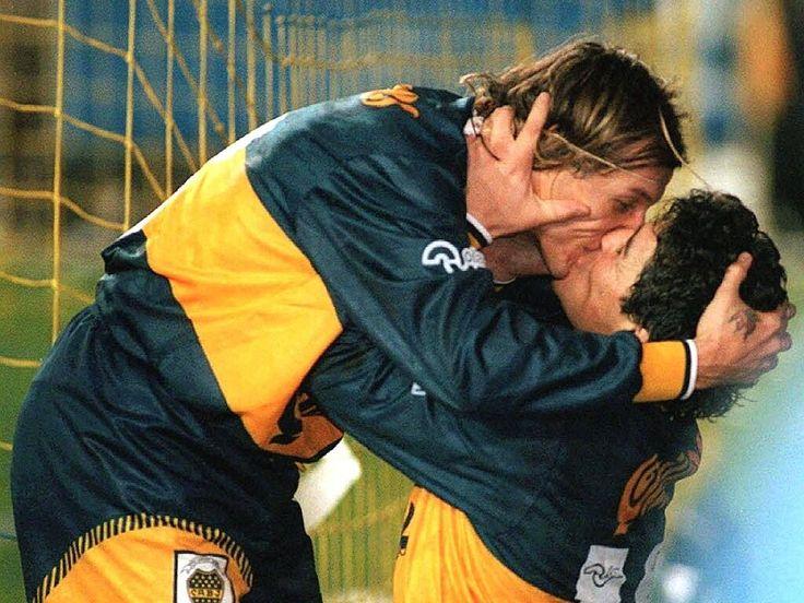 Famoso festejo de gol con el cani en el 4-1 a River, año 1996.