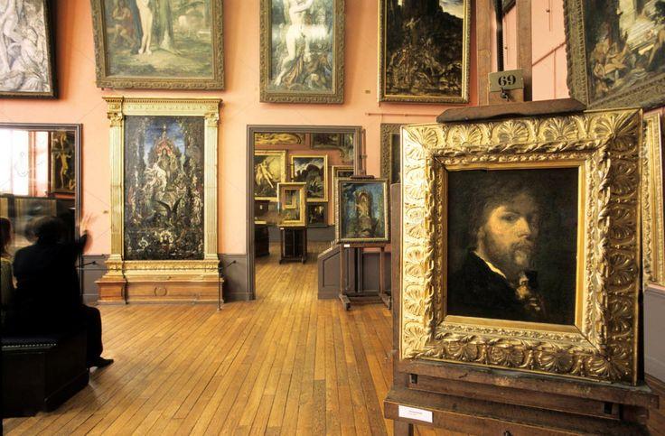 Auto retrato (1850) Museu Nacional Gustave Moreau - Paris  Este auto-retrato romântico (à direita na sala do museu), mostrando a influência de Rembrandt, representa o artista aos 24 anos de idade.