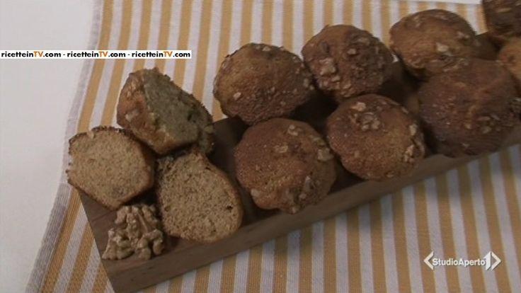 La ricetta del plumcake integrale e noci, proposta da Tessa Gelisio nella puntata odierna (28 aprile 2017) di Cotto e mangiato.