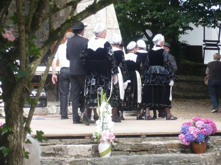 Comme tous les ans, venez nombreux au Pardon de Coat-Kéo le 15 août 2012 à Scrignac !  Voici le programme des festivités:  * 11h - Messe du pardon  * 12h - Repas champêtre  * 14h30 - Célébration mariale  * A partir de 15h30 - Fest deiz  * 16h00 - Goûter: café - crêpes  * A partir de 19h - Repas du soir: tripes à la mode de Scrignac accompagnées de leurs pommes de terre  * Le soir, le fest noz prendra le relais du fest deiz (sans interruption).