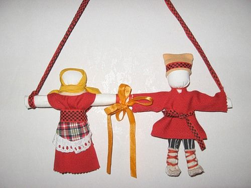 Кукла Неразлучники − символ и оберег крепкого семейного союза, поэтому делается как бы на одной руке, чтобы муж и жена шли по жизни рука об руку, были вместе в…