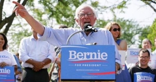 Nouveauté aux Etats-Unis, le parti démocrate compte désormais un candidat ouvertement socialiste: Bernie Sanders dépasse Hillary Clinton dans les sondages.