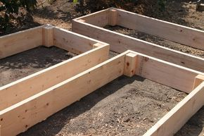 Easy DIY Raised Garden Beds...making a raised bed for a small garden this year...tomatoes, peppers, squash and cucumbers