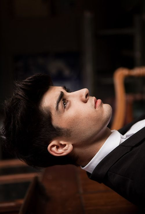 his jawline no words <3 Ahh why are my Zayn feels so crazy right now?