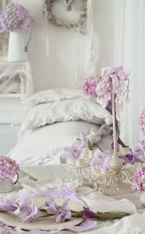 purple shabby chic bedroom 1000 ideas about shabby chic bedrooms on 16889