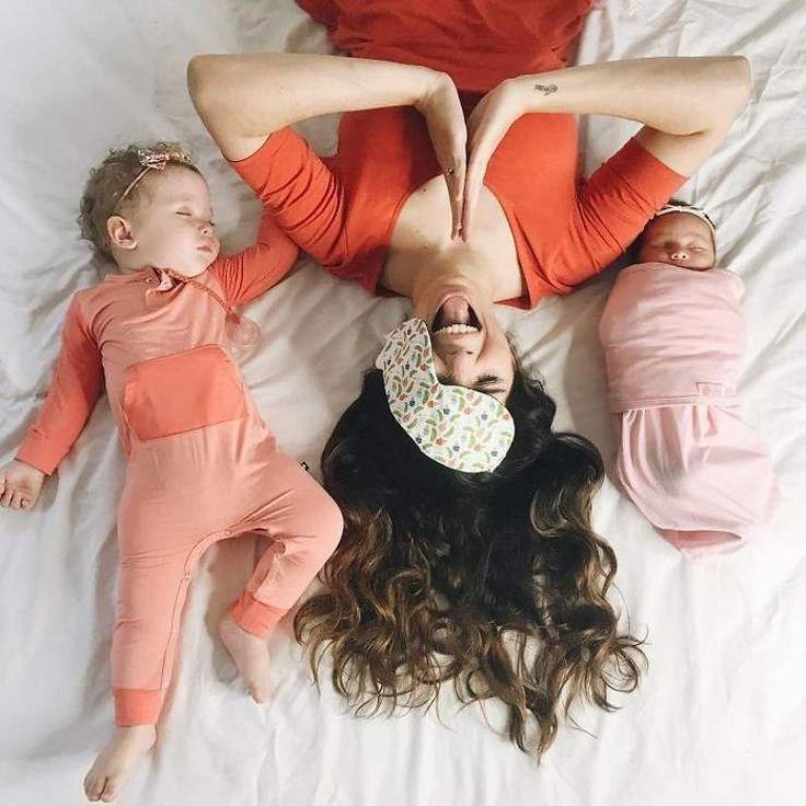Смешные картинки ребенок и мама, тканью белом