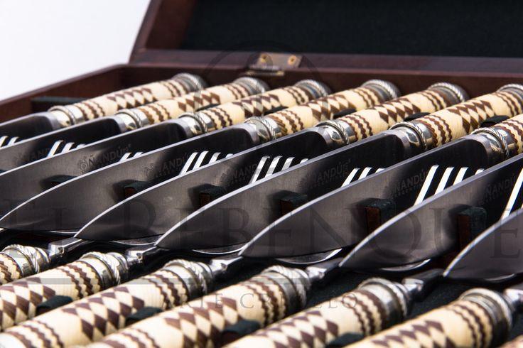 Juego de cubiertos trenzado combinado. 12 comensales
