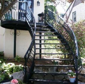 Oltre 25 fantastiche idee su scale esterne su pinterest ringhiere per terrazze scale da - Scala esterna in ferro ...